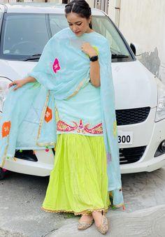 Punjabi Suit Boutique, Punjabi Suits Designer Boutique, Boutique Suits, Girls Fashion Clothes, Girl Fashion, Fashion Outfits, Fashion Design, Classy Clothes, Classy Outfits