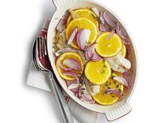 Fisch mit Orangen und roten Zwiebeln