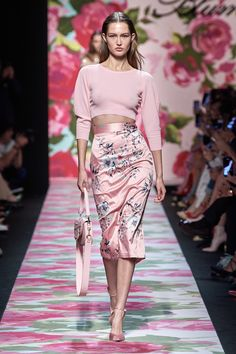 Blumarine Spring 2020 ready-to-wear fashion show - Blumarine Spring 2020 Ready-to-Wea . - Blumarine Spring 2020 clothing fashion show – Blumarine Spring 2020 ready-to-wear collection, run - 1999 Fashion, Spring Fashion Trends, Summer Fashion Trends, Fashion Mode, Fashion 2020, Look Fashion, Couture Fashion, Party Fashion, Vogue Fashion