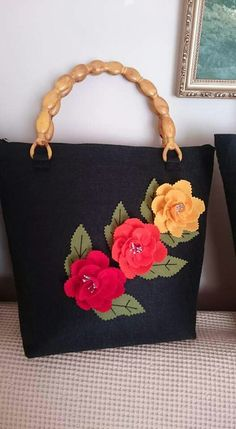 Always love the beauty of felt flower bag... :-)
