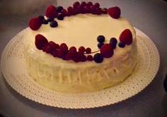Torta mirtilli e lamponi, con ganache al cioccolato bianco.