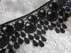 Chic Black Venice Lace Trim with Peacock design for Bridal, Bouquet Corsets, Flapper, Altered Couture    This listing is for 1 yard. Width: 3.9 (9.9