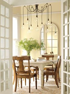 benjamin moore cream colored dining room- WARM VANILLA COOKIE 372