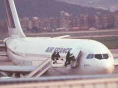 Caught On Video: Air France Flight 8969 hijacking. French Swat Team (GIGN) Raid. https://www.youtube.com/watch?v=Q7a5D3sMJKM…
