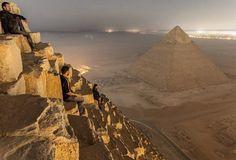 Fotógrafos escalam pirâmides do Egito escondidos e registram imagens inéditas