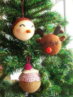 Diy ~ Boules de Noël au crochet - Une fille à frange boule noël crochet Crochet Scarf For Beginners, Amigurumi For Beginners, Sewing For Beginners, Crochet Diy, Crochet Gifts, Crochet For Kids, Crochet Christmas Ornaments, Christmas Balls, Christmas Diy