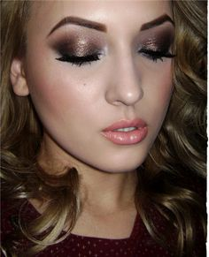 Gorgeous metallic eyes, pink lips