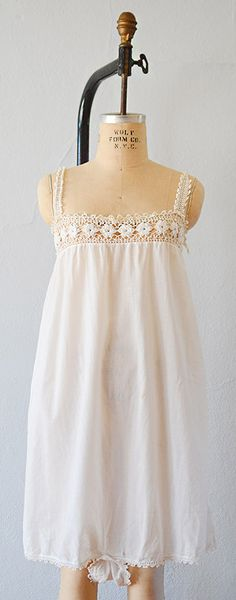 vintage step in ~~I thought this was just a perfect white nightgown.until I hit save and saw the weirdness on the bottom. Vintage Dresses, Vintage Outfits, Night Gown Vintage, White Nightgown, Ragnar, Vintage Lingerie, Nightwear, Flower Girl Dresses, Feminine