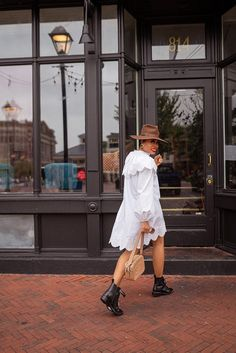 stella-adewunmi-of-jadore-fashion-blog-shares-collard-dress-trend-for-fall All White Outfit, White Outfits, White Dress, Collard Dress, Best Summer Dresses, Printed Blazer, Cold Day, Fall Trends, Fall Wardrobe