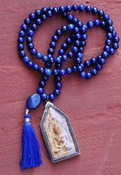 Een persoonlijke favoriet uit mijn Etsy shop https://www.etsy.com/nl/listing/487506479/lapis-lazuli-tassle-mala-with-beautiful