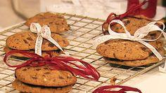 Foto: Fra Kvelden før kvelden, 2009 / NRK Club Of Cooks, Dairy, Cheese, Cookies, Chocolate, Baking, Desserts, Recipes, Food