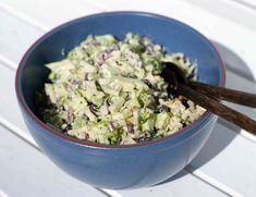 BROKKOLISALAT   Denne brokkolisalaten er en sikker vinner blant små og store hjemme hos oss. Kanskje blir den din også?