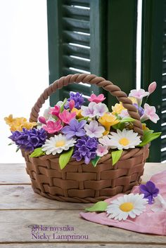 Flowers die - why not eat cake instead! Flower Basket Cake, Flower Pot Cake, Flower Pots, Flower Cakes, Cake Basket, Pretty Cakes, Cute Cakes, Beautiful Cakes, Amazing Cakes