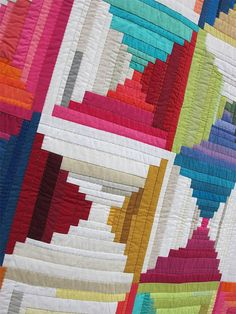 Yes, handwork and modern quilting do go hand in hand. Actually almost all quilting traditions and techniques can be seen in some way in the quilts at QuiltCon and other modern quilting exhibitions…