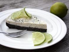 Makovo limetková RAW torta - recept Whole Food Recipes, Healthy Recipes, Healthy Food, Pavlova, Raw Vegan, Cheesecake, Deserts, Low Carb, Eat