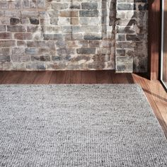 Shop online the Armadillo and Co light grey coloured wool rug known as the Sierra Weave. A perfect rug for the living room, dining room or bedroom areas. Classic Furniture, Furniture Styles, Furniture Plans, Industrial Furniture, Rugs And Mats, Natural Interior, Loft Style, Natural Rug