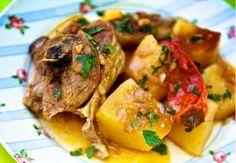 Μια εξαιρετική συνταγή για ένα πεντανόστιμο κατσικάκι με πατάτες στη κατσαρόλα. Ένα φαγητό που σίγουρα θα απολαύσετε με την οικογένειά σας ή και με τους κα Greek Recipes, Meat Recipes, Meat Meals, Greek Cooking, Different Recipes, Lamb, Pork, Mexican, Beef