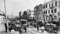 Η Σμύρνη ήταν ένα από τα μεγαλύτερα αστικά κέντρα της Οθωμανικής Αυτοκρατορίας. Είχε το μεγαλύτερο φυσικό λιμάνι στα μικρασιατικά παράλια και αποτέλεσε έναν από τους κυριότερους συνδετικούς κρίκους μεταξύ της Ευρώπης και της Οθωμανικής Αυτοκρατορίας