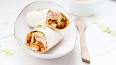 Tandoori wraps met kip, tandoori kruiden, wraps, paprika, yoghurt, ui, knoflook, tomatenpuree, sla lekker en makkelijk diner.