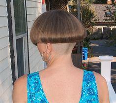 #hairdare #womenshair #beauty #hairstyles #bobhaircut #undercut #shavednape #bowlcut #sexy Shaved Bob, Shaved Nape, Shaved Head, Chili Bowl Haircut, Sexy Bob Haircut, Mushroom Haircut, Short Hair Cuts, Short Hair Styles, One Length Bobs