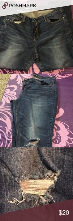 Old Navy Boyfriend Skinny Jeans Comfy blue denim boyfriend skinny jeans from old navy with ripped knees. Old Navy Jeans Boyfriend