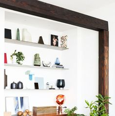 12 Stylish Floating Shelf Ideas - Easy Wall Storage Solutions Studio Apartment Layout, Small Studio Apartments, Apartment Interior Design, Interior Design Tips, Modern Apartments, Dining Room Colors, Dining Room Design, Reclaimed Wood Floating Shelves, Minimalist Apartment