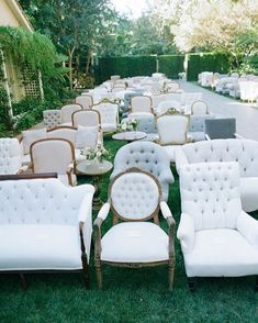 Absolutely absolutely absolutely love the mismatched chairs