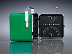 Radio Cubo (Cube) originally designed by Richard Sapper and Marco Zanuso (c for Italian electronics company Brionvega Vintage Italian, Italian Style, Electronics Companies, Learning Italian, Zoom Photo, Album, Coastal Living, Timeless Design, Industrial Design