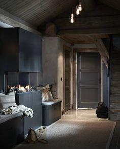 〚 Modern chalet with moody dark interiors in Norway 〛 ◾ Photos ◾Ideas◾ Design Dark Interiors, Cottage Interiors, Modern Rustic Interiors, Colorful Interiors, Pastel Interior, Luxury Interior, Natural Interior, Nordic Interior, Interior Paint