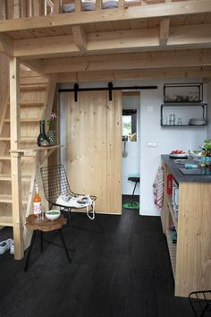 Get the most out of your small room! Read our 6 tips to make any small room feel bigger and more spacious. Tiny House Cabin, Tiny House Design, Small Rooms, Small Spaces, Wooden Cabins, Tiny House Movement, House In The Woods, House Prices, Kitchen Remodel