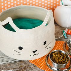 Learn how to make a super easy and adorable DIY cat bed out of cotton clothesline. Use your sewing machine to create the form.