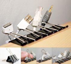 Astuce rangement DIY: utiliser des pinces à dessin pour ranger des cables / fils électriques de chargeurs et autres.