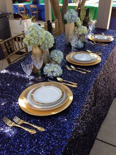 1000 ideas about gold table settings on pinterest table for Midnight blue centerpieces
