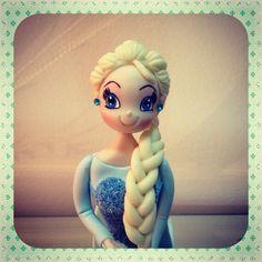 Elsa Frozen. Esta peça foi feita em biscuit por Simone Marrach da Le Biscuit Denise Marrach