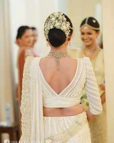 Sri Lankan Wedding Saree, Sri Lankan Bride, Saree Jacket Designs, Saree Blouse Patterns, Bridal Wedding Dresses, Saree Wedding, Bridesmaid Saree, Bridal Hairstyle, Wedding Hairstyles