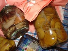 Marynowane grzyby w zalewie octowej.