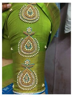 Cutwork Blouse Designs, Simple Blouse Designs, Stylish Blouse Design, Blouse Neck Designs, Blouse Designs Wedding, Pattu Saree Blouse Designs, Häkelanleitung Baby, Hand Work Blouse Design, Sleeves Designs For Dresses