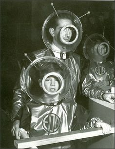 Space Age Royalty: Former King Peter of Yugoslavia and his son Prince Alexander wearing space suits as they prepare to enter the 'Space Machine' at the Schoolboys' Own Exhibition, Horticultural Hall. Science Fiction, Old Photos, Vintage Photos, Alien Make-up, Comics Illustration, Vintage Magazine, Vintage Space, Space Race, Atomic Age