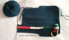Con hilos, lanas y botones: DIY jersey con capucha para bebé paso a paso (patrón gratis) Baby Knitting Patterns, Baby Kimono, Pull Bebe, Baby Vest, Pulls, Knit Crochet, Winter Hats, Wool, Margarita