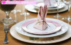passo a passo de como fazer: http://casamenteiras.com.br/2012/03/20/diy-dobradura-de-guardanapo-para-a-pascoa/