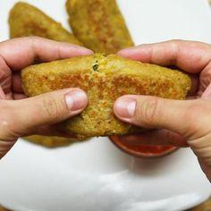 Muchas vitaminas y la combinación perfecta entre dulce y salado. ¡Estas empanadas de plátano macho saben increíble! #ad Indian Food Recipes, Vegan Recipes, Snack Recipes, Cooking Recipes, Bien Tasty, Mini Foods, Diy Food, Food Videos, Food To Make