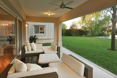 Más info y fotos en wwww. Modern Villa Design, House Front Design, House With Porch, Dream House Exterior, Facade House, House Goals, My Dream Home, Exterior Design, Luxury Homes