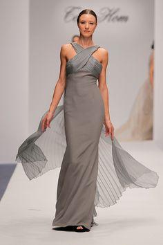Tot-Hom_OI16_AC_62 #tothom #tot-hom #pretaporter #lineaa #modamujer #moda #fashion #desfile #fw16 #Barcelona #Madrid #tendencia #streetstyle #model #hautecouture #plumas #plisados #terciopelo #marron #azulmarino #gris #musthave Tot Hom, Evening Gowns, Beautiful Dresses, Nude, Play Dress, Formal Dresses, My Style, Fashion, Pink Fashion