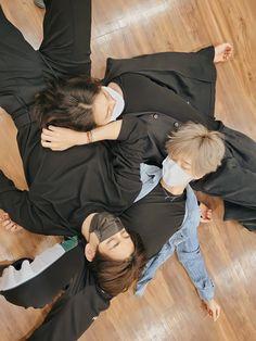 Bts Jungkook, Namjoon, Bts Group Picture, Bts Group Photos, Foto Bts, Bts Video, Foto E Video, Jikook, Theme Bts