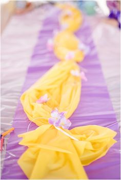 Well this post is a bit late and with a little delay I mean something Rapunzel Rapunzel Birthday Party, Disney Princess Birthday Party, Birthday Party Tables, 6th Birthday Parties, Birthday Ideas, Birthday Crowns, Tinkerbell Party, Cinderella Party, Princess Disney