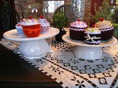 Cupcake pincushions & DIY cake plates