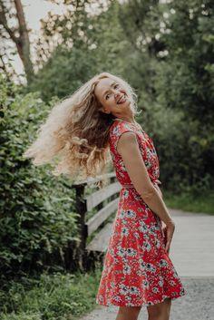 Nichts geht über ein rotes Sommerkleid. Backless, Portraits, Dresses, Fashion, Photos, Red Sundress, Portrait Photography, Switzerland, Clothes