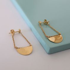 Amulet earrings gold Diana Parés Geometric Jewelry, Gold Earrings, Jewels, Bags, Gold Plating, Two Pieces, Charms, Sterling Silver, Sheet Metal