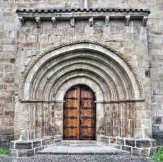Silió, municipio de Molledo, Cantabria - Portada románica, iglesia de San Facundo y San Primitivo