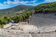 """Théâtre d'Épidaure, Grèce. (Ce lieu est aussi un sanctuaire """"le sanctuaire D asclepios"""") IL date du IVe siècle avant JC"""